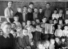 10-ноября-1945-года.-Встреча-в-детском-саду