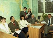 А.-Н.-Алиферов-сидит-за-столом-у-компьютера-на-кафедре-начало-2000-х-годов